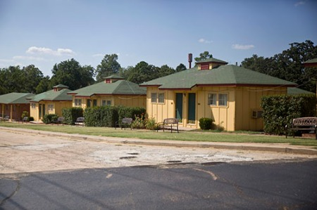 Lincoln motel bungalows