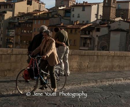 flor woman on bike lovers0390