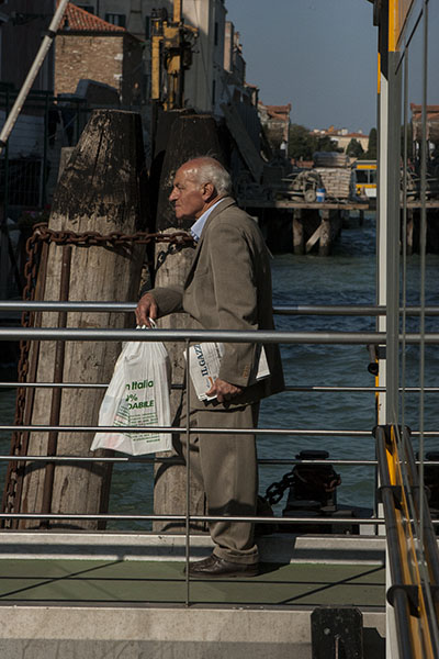 venice man waiting ferry 8621